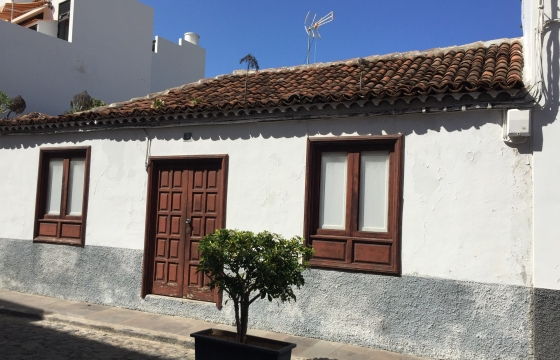 For sale an old Canarian house in Los Silos, 300m2